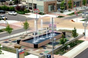 Water feature in shopping center, programmable and with eight spray nozzles.